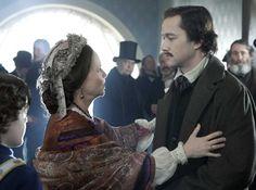 Mary Lincoln (Sally Field) welcoming home her eldest son, Robert (Joseph Gordon-Levitt).