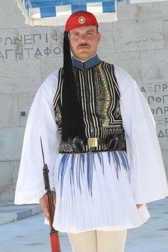 ギリシャの大統領衛兵。「Evzonas (Εύζωνας)」口語だと「Tsolias (Τσολιάς)」として知られる。