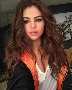 Gorgeous Selena Gomez with loose hair waves, radiant skin and black eyeliner. #selenagomez #longhair #hairstyle #makeup #fabfashionfix