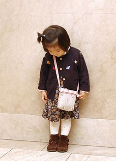 How to make children pochette top purse - free pattern.....but the instructions are in Chinese.