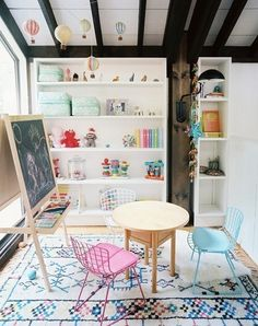 Kids playroom is a favorite place dedicated to play and learn, to keep all the toys, books, pencils, or even a place to rest. I would like to share 10 kids playroom Play Spaces, Kid Spaces, Learning Spaces, Casa Kids, Deco Kids, Deco Design, Kids Decor, Boy Decor, Girls Bedroom