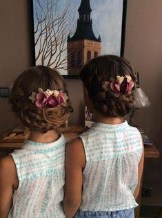 Peinados bodas Side Bun Hairstyles, Flower Girl Hairstyles, Fancy Hairstyles, Little Girl Hairstyles, Girls Hairdos, Updo Hairstyle, Bridesmaid Hair Tutorial, Bridesmaid Hair Updo, Bridesmaid Flowers