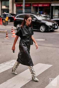 Milan fashion weeks 594053007085993002 - See the Latest Milan Fashion Week Street Style Spring 2020 Milan Fashion Week Street Style, Look Street Style, Spring Street Style, Milan Fashion Weeks, Cool Street Fashion, Look Fashion, 90s Fashion, Daily Fashion, Paris Fashion