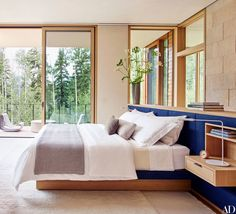 20 Classic Interior Design Styles Defined For 2019 feng shui bedroom ideas guide Classic Interior, Home Interior, Interior Architecture, Interior Design, Interior Plants, Feng Shui Bedroom Layout, Bedroom Layouts, Bedroom Ideas, Bedroom Designs
