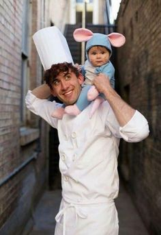 Ratatouille Cute Family Halloween Costume These adorable babies below are rocking the show! Check out the cute baby wearing Halloween costumes. Creative Halloween Costumes, Halloween Outfits, Two People Halloween Costumes, Father Son Costumes, 2 Person Costumes, Baby Halloween Costumes For Girls, Halloween Baby Pictures, Original Halloween Costumes, 3 People Costumes