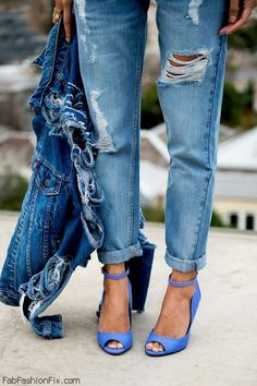 Denim jacket and ripped boyfriend jeans for chic spring style. #denimjacket #boyfriend