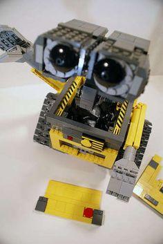 Geek Art: WALL-E Lego Model
