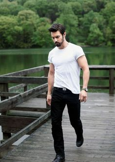 And sometimes I just like simple like this :) give me a man in good jeans and a tee any day!