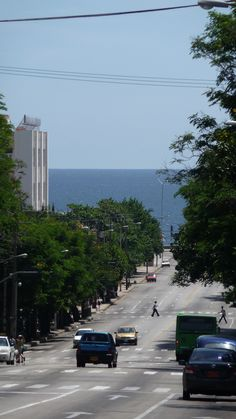 The most famous of the arteries of Havana, Calle 23, at the end, the Malecon of Havana.