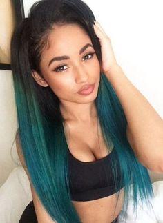 blaue grüne Farbe auf heller Haut