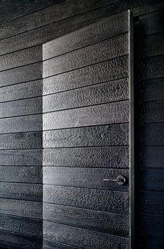 Modern Texas Prefab using charred wood siding Aamodt/Plumb Architects, Cambridge MA and Austin TX Houses In Austin, Austin Homes, Austin Texas, Wood Siding, Wood Paneling, Barn Siding, Exterior Siding, Hotel In Den Bergen, Door Design