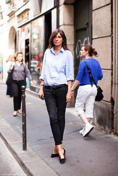 Blue shirt with skinny black jeans and ballet flats on Emanuelle Alt via Glitter Guide.
