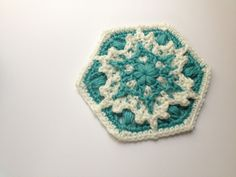 Crochet hexagon snowflake pattern. I think this can be made into a granny square too.