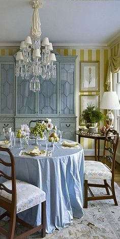 27 Blue Dining Room und Crystal Chandelie - New Welli Decor, Room, Interior, Beautiful Interiors, Home Decor, House Interior, Dining Room Blue, Interior Design, Dining Room