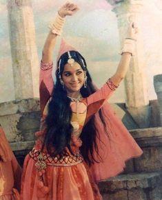 Bollywood Actors, Bollywood Celebrities, Asha Parekh, Dance Images, Vintage Bollywood, Wonder Woman, Poses, Actresses, Superhero