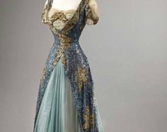 Fripperies and Fobs / Historical fashion and costume design. Vintage Gowns, Mode Vintage, Vintage Outfits, Vintage Evening Gowns, Dress Vintage, Vintage Costumes, Beautiful Gowns, Beautiful Outfits, Gorgeous Dress