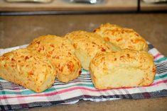 PAINICI CU FAINA DE PORUMB SI CASCAVAL - Flaveur Muffin, Bread, Breakfast, Food, Morning Coffee, Brot, Essen, Muffins, Baking