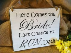 Wedding Sign - Ring Bearer Sign - Flower Girl Sign - Photo Prop - Here Comes the Bride - Last Chance to Run Dad - Wedding Shower Gift on Etsy, 21,54 €