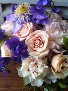 Champagne & taupe hued roses, with clematis, sweetpeas & blush peonies.