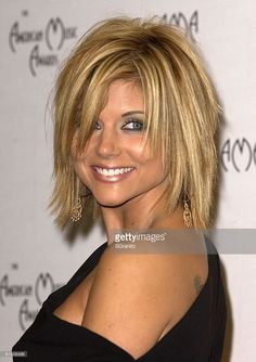 The Annual American Music Awards Press Room Stock Pictures, Royalty-free Photos & Images - Tiffani Thiessen - Choppy Bob Hairstyles For Fine Hair, Bob Haircut For Fine Hair, Layered Haircuts With Bangs, Choppy Hair, Pretty Hairstyles, Medium Short Hair, Medium Hair Cuts, Short Hair Cuts, Medium Hair Styles