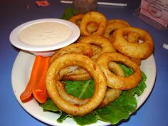 ONION RINGS Hard Rock Cafe Copycat Recipe Serves 4 Onion Batter: 1 yellow onion sliced rings, hold in water, discard cores f. Top Secret Recipes, Copykat Recipes, Famous Recipe, Appetizer Recipes, Appetizer Ideas, Side Dish Recipes, Side Dishes, Cafe Food, Onion Rings
