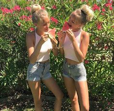 millones Me gusta, mil comentarios - Lisa and Lena Siangie Twins, Cute Twins, Ft Tumblr, Tumblr Girls, Besties, Bestfriends, Only Shorts, Lisa Or Lena, Sisters Goals