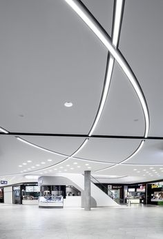 Weaving light strips free hanging from ceiling, similar to LED circular pendant light. Arch Interior, Retail Interior, Interior Lighting, Lighting Concepts, Linear Lighting, Lighting Design, Mall Design, Retail Design, Lobby Design
