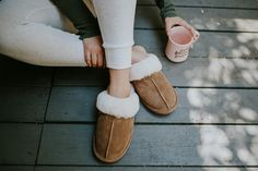 In between studies 📝☕️ Our Loki slippers have a durable rubber outsole that makes this the perfect indoor/outdoor choice 🐻🐾 Featuring @kaelarandolph Shop Loki: bearpaw.com/ #LiveLifeComfortably #BearpawStyle