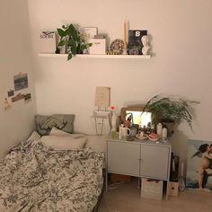 Room Ideas Bedroom, Home Bedroom, Bedroom Decor, Bedrooms, Bedroom Inspo, Deco Studio, Minimalist Room, Modern Minimalist, Pretty Room