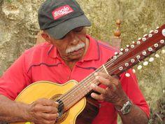Elkin de Jesús Meneses, musician with Aires del Campo from the  Coffee Region, plays a bandola guitar. ::Photo by Germán Ferro