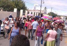#LEIAMAIS  WWW.OBSERVADORINDEPENDENTE.COM ALAGOINHAS: Com as atividades paralisadas, trabalhadores de terceirizadas fazem passeata no centro da cidade