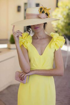 Vestido amarillo boda dia tocado Most Beautiful Dresses, Wedding With Kids, Skinny, Japan Fashion, Yellow Dress, Mother Of The Bride, Casual Wear, Nasa, Dress Outfits