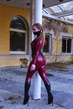 LRCiRL - Latex/Rubber Clothing in Regular Life