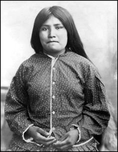 Tonse, (Crawler) - Chiricahua Apache. Captured in the fight August 22, 1885. She was wounded in her right arm and was also a relative of Natches. Photographed 1884 or 1885.