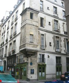 Still at the corner of the rue St-Paul and the Rues des Lions in the Marais stands this 16th century watchtower.