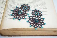 uno di un gentile orecchini Sexxy fatto perline di toho di thread e blu od marrone. È già regalo avvolto in modo è possibile inviarlo direttamente a