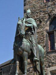 Graf Engelbert II. von Berg blickt von Schloss Burg auf sein Bergisches Land
