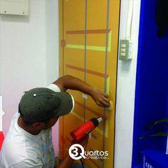 Instalacion de Vinil Mate en puerta.... Empresa. #solocargo #elpeñon 3 Quartos Creativos c.a ⌚Transformando Espacios