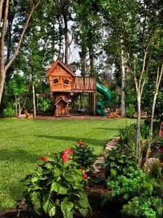 holz-baumhaus-bauen-für-kinder- mitten im wald - Baumhaus bauen – schaffen Sie einen Ort zum Spielen für Ihre Kinder!