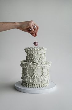 15 Small Wedding Cakes That Are Perfect for a Micro Wedding! Pretty Cakes, Cute Cakes, Beautiful Cakes, Amazing Cakes, Small Wedding Cakes, Small Cake, Wedding Cake Inspiration, Floral Cake, Macaron