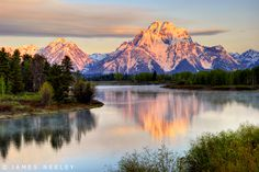 sunrise at Oxbow Bend in Grand Teton National Park
