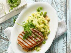 Thunfischsteak mit Avocado-Kartoffelbrei ist ein Rezept mit frischen Zutaten aus der Kategorie Fruchtgemüse. Probieren Sie dieses und weitere Rezepte von EAT SMARTER!