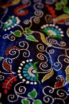 The swoops and swirls of kantha work! @Collectivitea