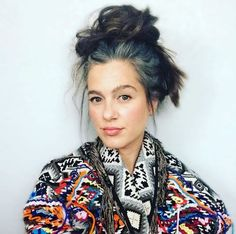 Transitioning to Gray Hair 101 NEW Ways to Go Gray in 2020 - Hair Adviser Blue Grey Hair, Grey Hair Care, Pastel Blue Hair, Long Gray Hair, Green Hair, Dark Hair, Lilac Hair, Violet Hair, Burgundy Hair
