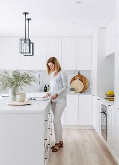 This right here is my dream kitchen. Shaker style cabinetry, loads of bright white, and marble look Talostone splash backs ✔️ You will simply fall in love with this renovated home by who feature in our new Annual edition (which is o