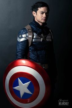Osric Chau as Captain America. Do i put it on my SPN board for Osric, or my Marvel board for Cap? Captain America Cosplay, Captain America Film, Kevin Tran, Osric Chau, Gifs, New Actors, Best Cosplay, Cosplay 2016, Awesome Cosplay
