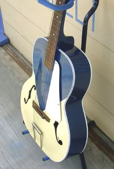Really Music - Acoustic Guitar - Silvertone Catarina Blue/White / 1958