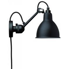 N°304 vägglampa med ledning från La Lampe Gras, formgiven av Bernard-Albin Gras. Denn...