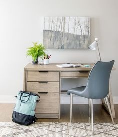 There's no strict rules for choosing the perfect home office desk, but there are definitely some things to consider. Here's the scoop. Modern Home Office Desk, Home Office Furniture, Apartment Furniture, Neat Desk, Desk Redo, Pedestal Desk, Inviting Home, Apartment Living, Office Decor