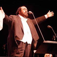 Domenica 15 gennaio andrà in onda su @rai1official alle 20.35 la puntata di #techetechetè dedicata al Maestro Luciano Pavarotti.  #lucianopavarotti #music #opera